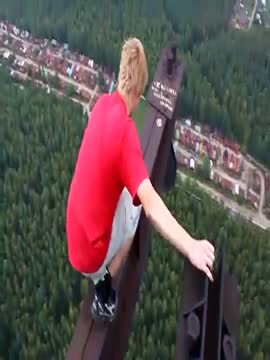Crazy guy walks on the top of a very high carcass (MUST SEE!!!)