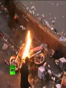 Cairo clashes video_ Egypt riot cops fire tear gas, rubber